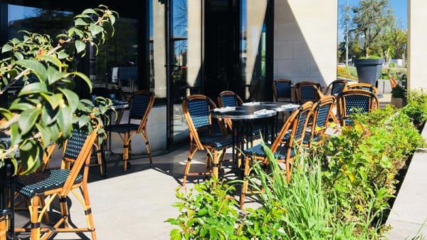 Vue de la terrasse - La Brasserie du Forum, Talence