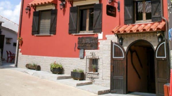 Exterior - Hostatgeria Sant Jaume, Corachar