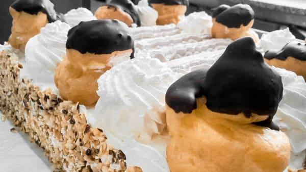 torta con bigne' - La Bolgia dei Golosi, Somma Lombardo