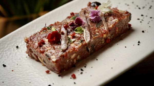 Steak Tartare de vaca rubia gallega al cognac y anchoas  - Antídoto Y Veneno Palma, Palma de Mallorca