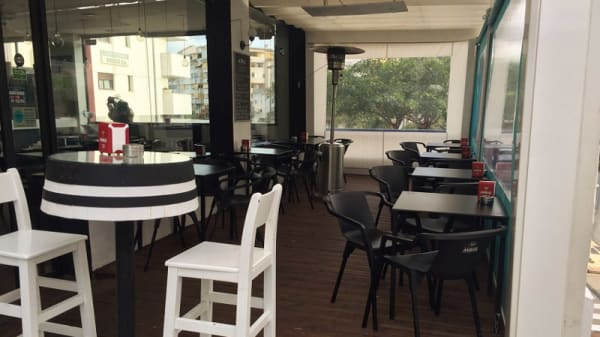 Vista del interior - Urban tapas, Estepona
