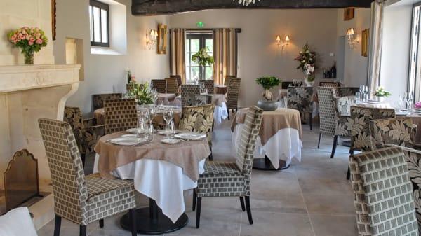 Salle du restaurant - Le Logis du Pere
