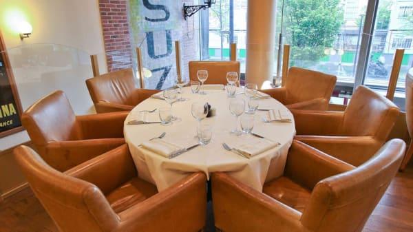 Table ronde - Le Restaurant du Bistrot Quai, Paris