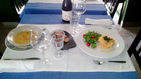 detalhe da mesa - KARMA, Lisbon