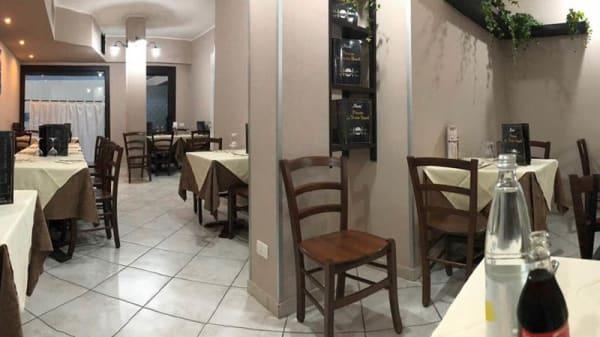 Vista sala - La Vecchia Napoli, Russi