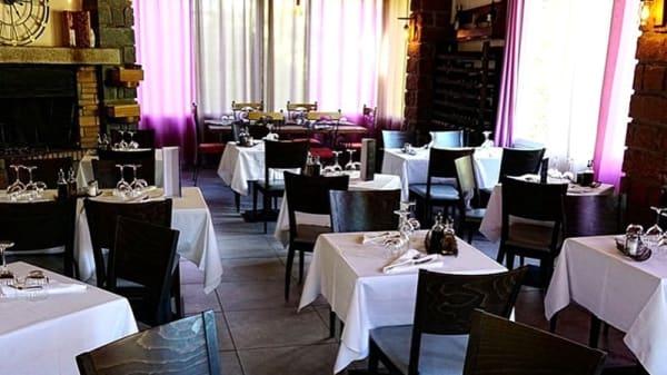 Salle du restaurant - U Ponte, Ota
