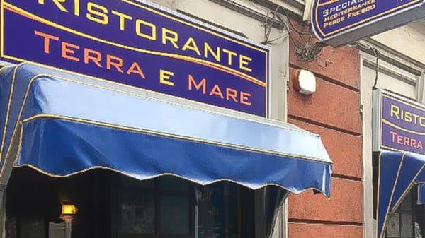 Esterno - Terra e Mare, Milano