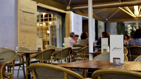 Terraza - Ferro's Café - San Francisco de Sales, Madrid