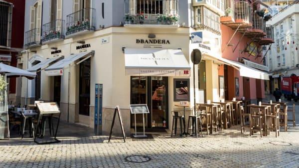 Entrada - DBandera, Málaga