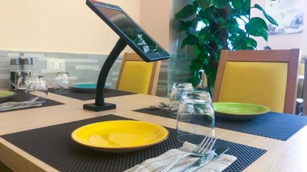 particolare tavolo - Il mondo d'oro, Rome