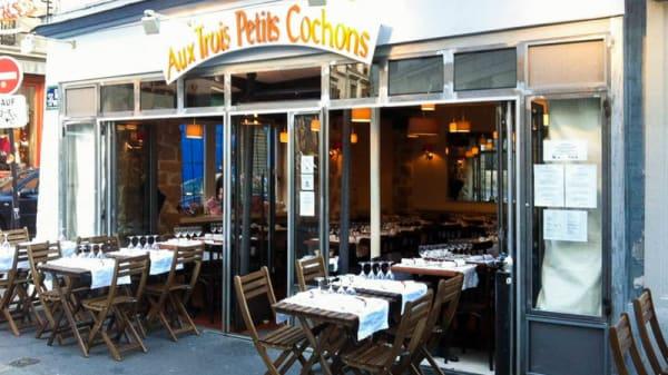Terrasse - Aux Trois Petits Cochons, Paris