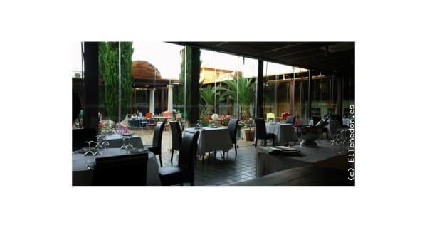 Vista mesas - Palacio de la Serna, Ballesteros De Calatrava