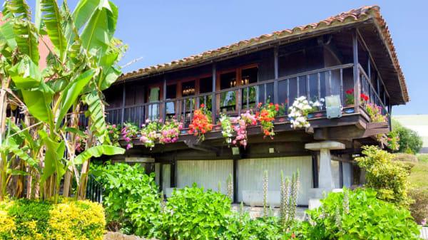 Fachada - Le Horreo, Arce