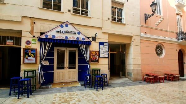 ¡ Bienvenidos a nuestra caseta! - La Sal Y El Son, Málaga