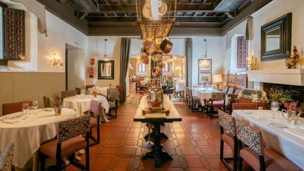 Vista sala - Restaurante Hostería del Estudiante Parador de Alcalá de Henares, Alcalá de Henares