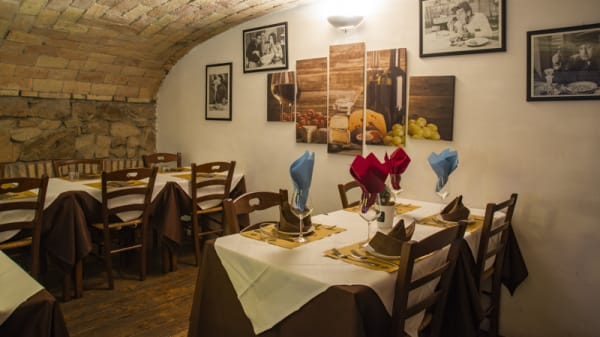 Interno - Osteria da Noantri al 41, Rome