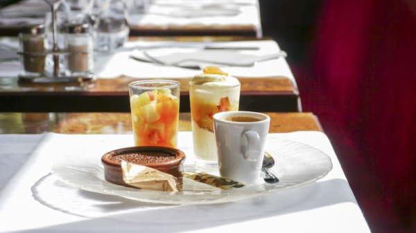 Café gourmand - Le Pecharmant, Courbevoie