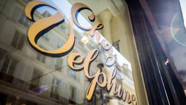 Façade - Chez Delphine, Paris