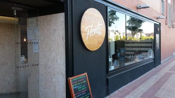 - - Plenty, Madrid