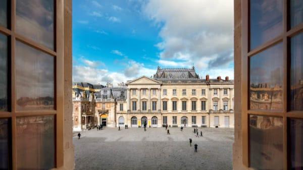 Devanture - Ore - Ducasse au Chateau de Versailles, Versailles