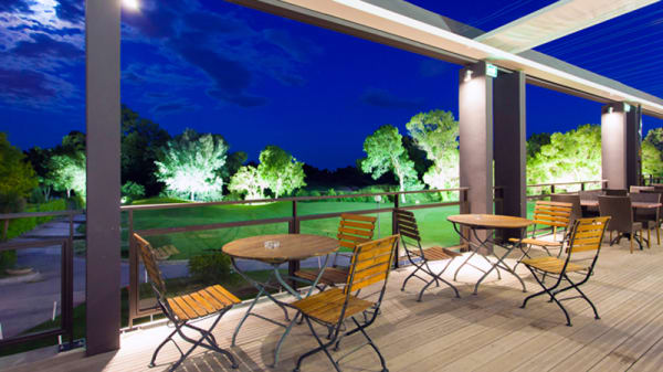 La terrasse by night - Le 360 - Domaine de Massane