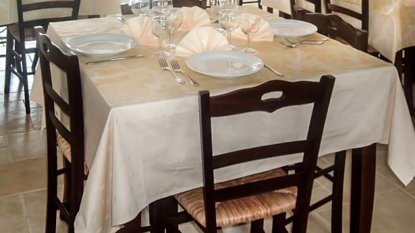 tavolo - Villombrosa, San Salvatore Di Fitalia
