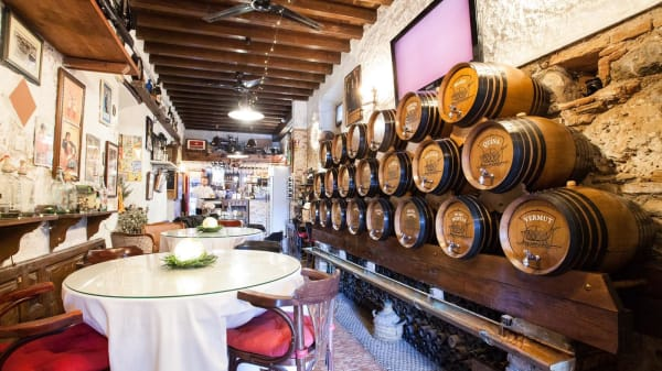 Sala - Casa de Vinos La Odisea, Málaga