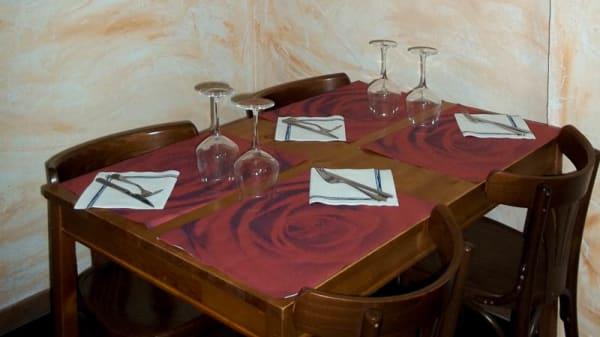 Detalle mesa - Los Rosales, Zaragoza
