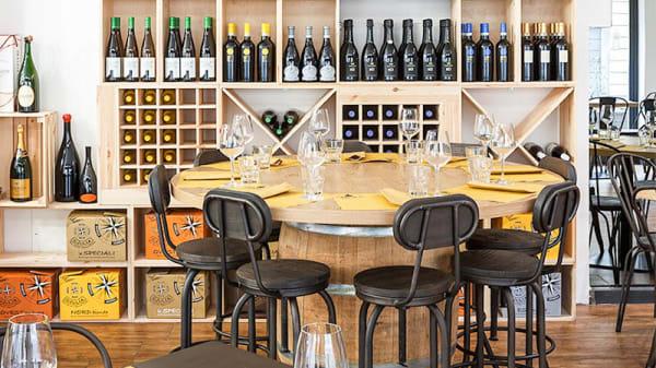 Sala interna tavolo rotondo botte - Civico 13 Taglieritivo, Monza