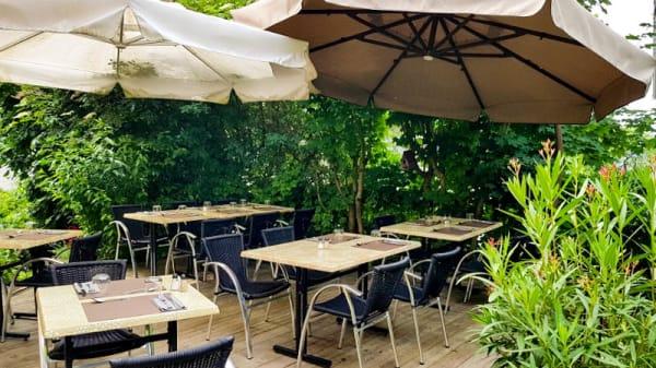 Terrasse - Café de la Poste, Nâves-Parmelan
