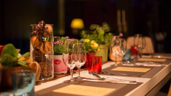tables - A table Chez Anou, Collonge-Bellerive