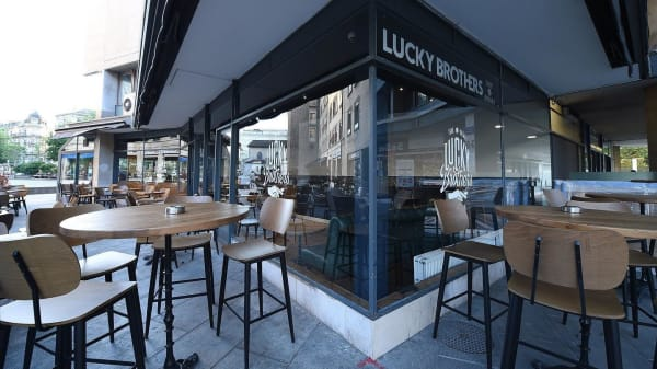 Lucky Brothers, Genève