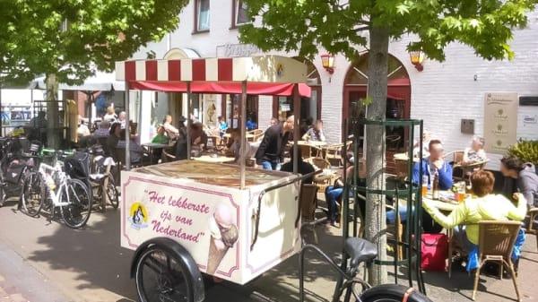 Terras aan de Markt - Hostellerie 'De Maasduinen', Velden