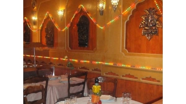 Table dréssée - L'Etoile de l'Inde, Limoges