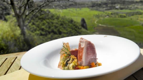 Taco de atún Almadraba sobre alboronía y tagarninas salteadas - Restaurante Parador de Ronda, Ronda