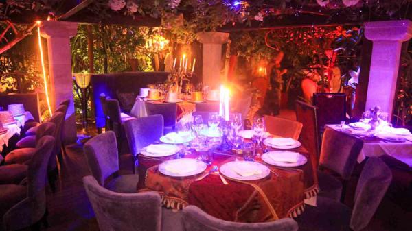 table dressée - Villa Romana, Saint-Tropez