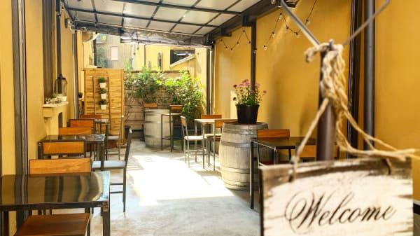 Il nostro cortiletto esterno - La Sala del Vino, Milan