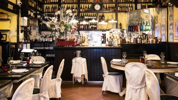 Sala del ristorante - Antica Osteria Romagnola, Bologna