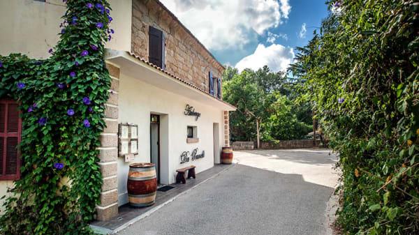 L'entréé du restaurant - Auberge du Prunelli, Bastelicaccia