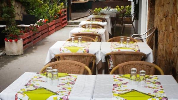 La terraza exterior - La Cuina de l'Avia, Tossa De Mar