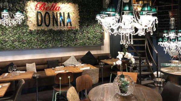 salle - La Bella Donna, vendredi et samedi jusqu'à 23h00, La Rochelle
