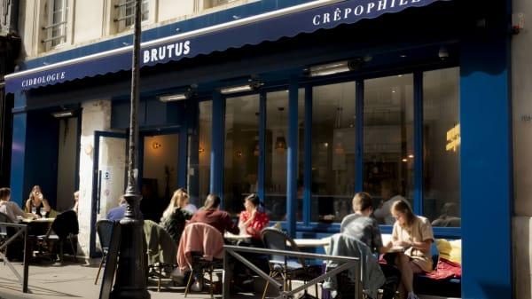 Terrasse de Brutus : 16 places sous le soleil de Bretagne ! - BRUTUS - Gaîté, Paris