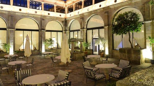 Patio claustro interior - Restaurante Parador de Trujillo, Trujillo