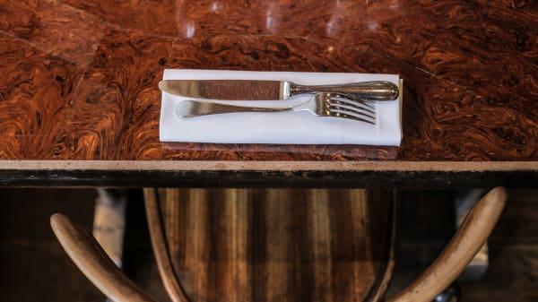 Table dressée - L'Assiette, Paris