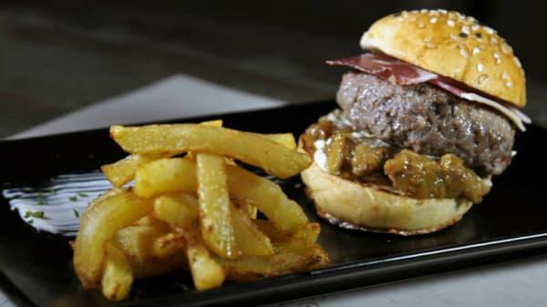 Mini Hamburguesa Campera 100% ternera boletus y jamon - Génova, Sevilla