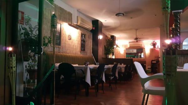 Vista Sala - Hula's Tiki Lounge, Torremolinos