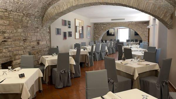 Il Menestrello, Assisi