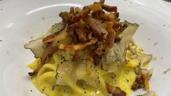 Spaghettone 'mancini' alla carbonara con tartufo nero - Evo Hosteria, Roma