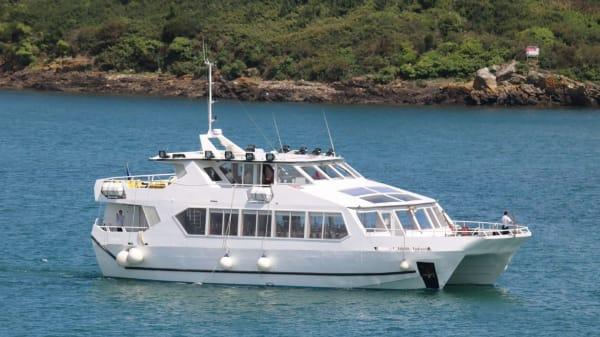 Croisières Chateaubriand nouveau catamaran - Croisières Chateaubriand (bateau-restaurant), Dinard