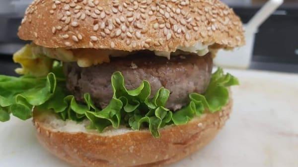 Mai Ben burger, Genoa